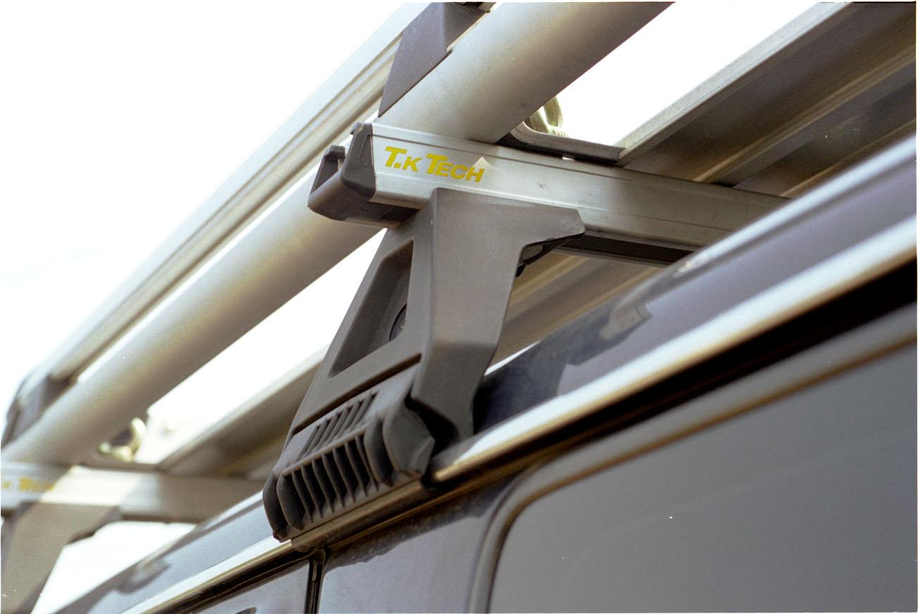 レインモール(雨どい)付き車に装着可能ルーフラック
