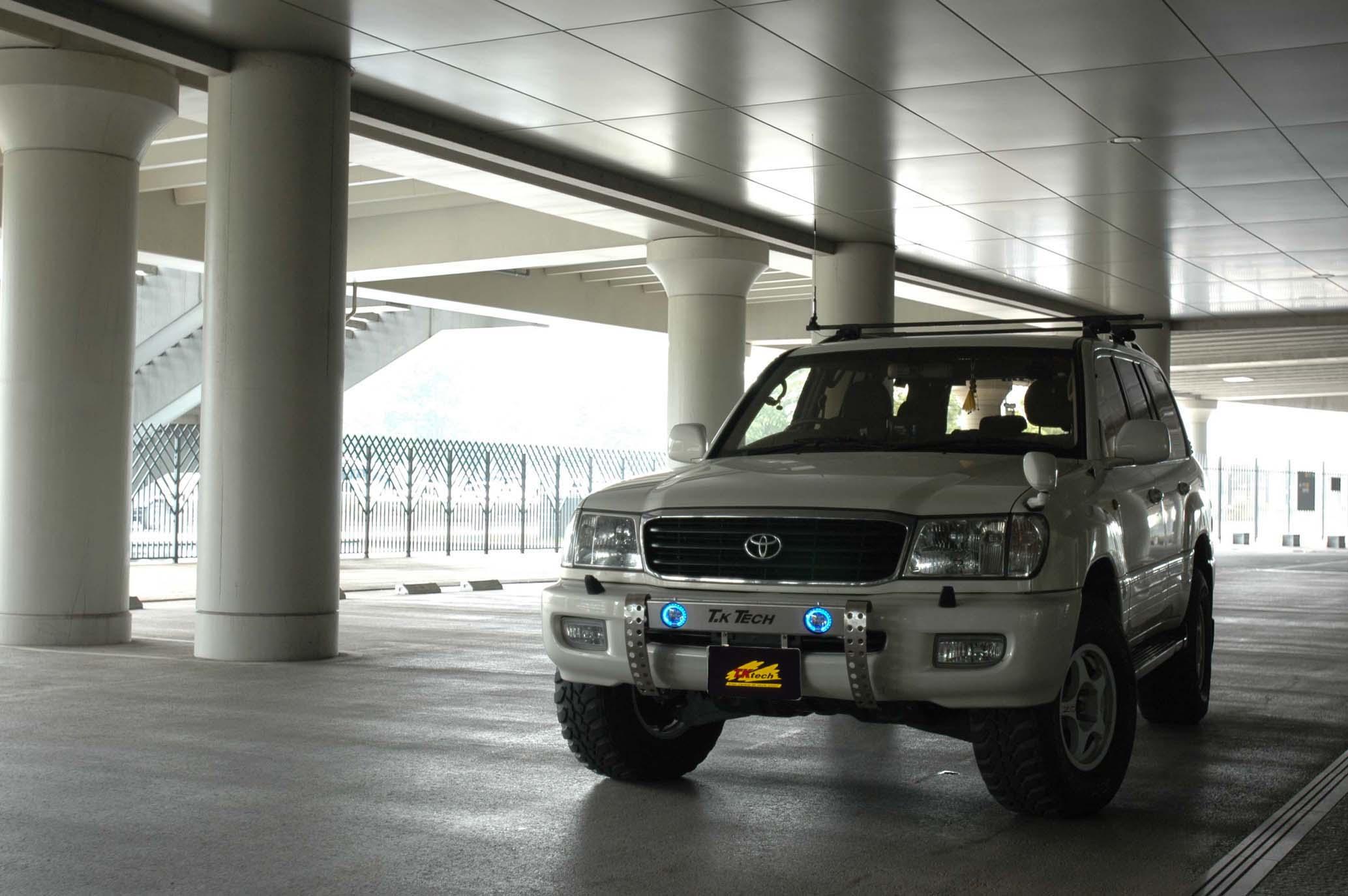 ランクル100用カスタムパーツ フォグランプステー フォグランプ&LEDブルーリング付き『LEDDOTARM』